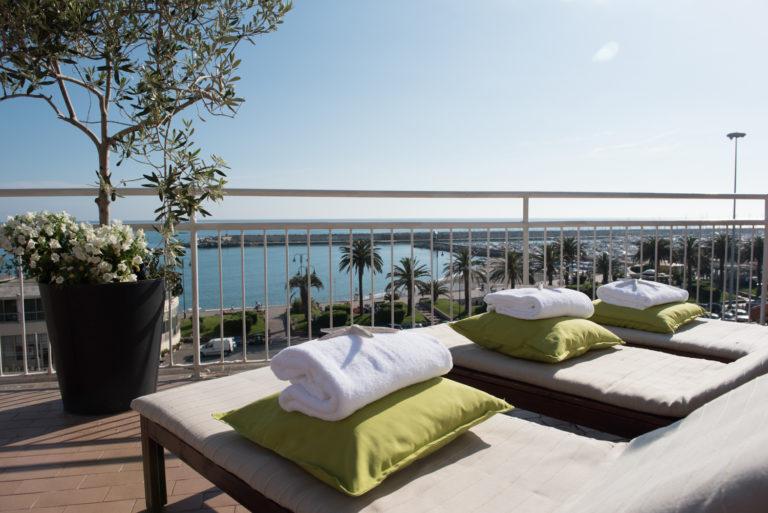 Hotel in Liguria, terrazza vista mare.
